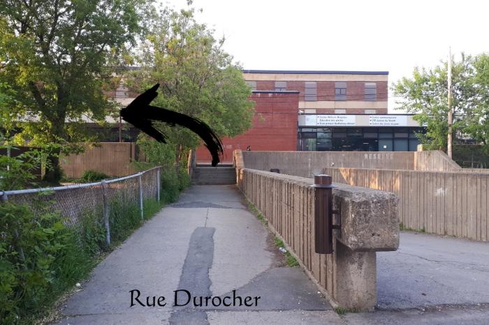 De la rue Durocher, tournez à gauche.